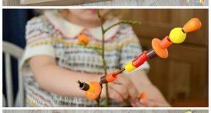 Autumn Tree Fine Motor Einfädeln